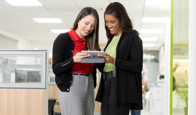 women with tablet thumbnail