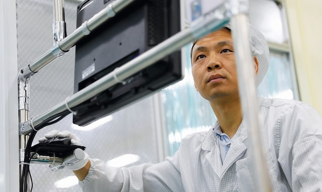 IQOS device manufacturing