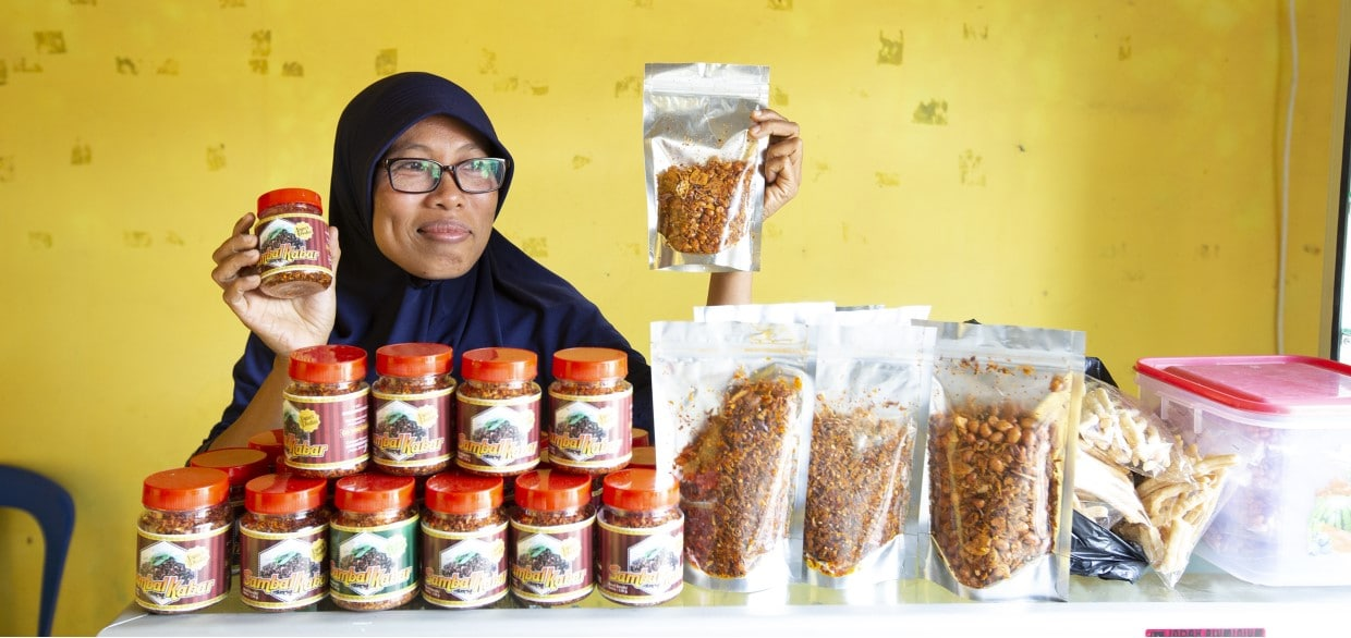 woman indonesia PMI community support