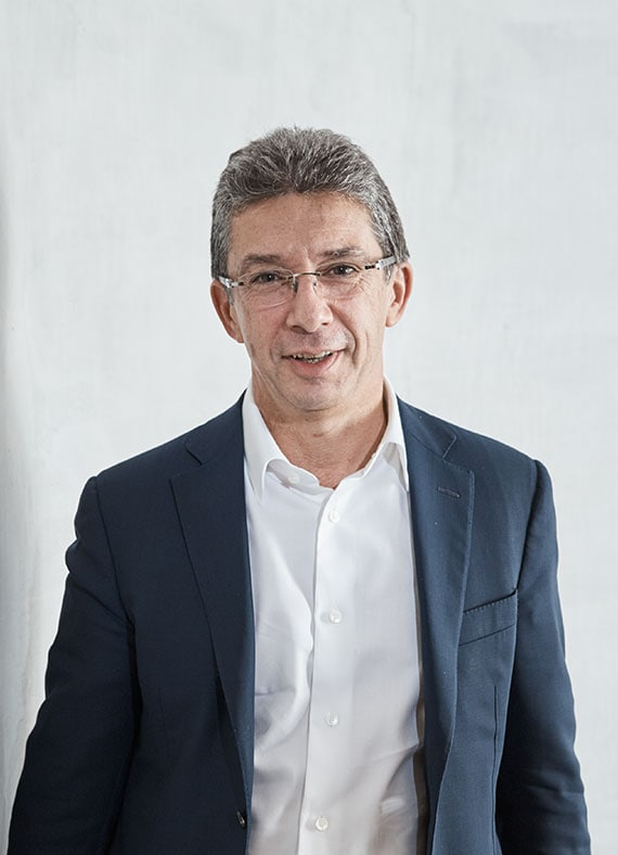 André Calantzopoulos, CHIEF EXECUTIVE OFFICER