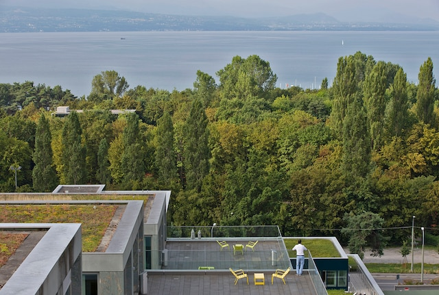 Lausanne rooftop wider 1780x1200