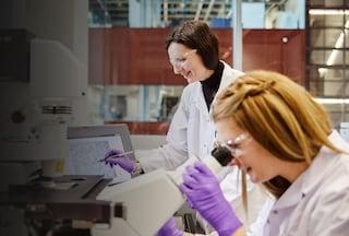Scientists in lab gradient 1780x1200