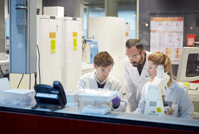 Female and male scientists in a laboratory