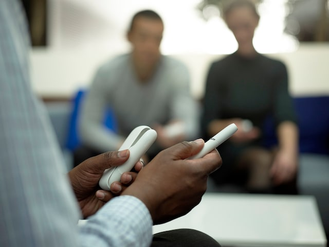 iqos_3_duo_white_in_hands